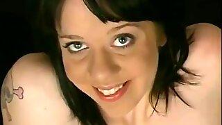 بنت تظهر مشعر 17 صدع وفارغ ثدي المترهل