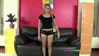 تقدم طاي بنت خدمات جنسية للحصول على الوظيفة