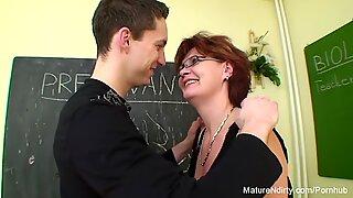 La colegiala folla a su antiguo profesor