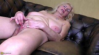 Idosas avózinha com grandes mamas moles e poon sedento