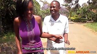 النيجيرية المحلية فاتنة مارس الجنس في حمام