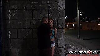 Грубые на улице на людях секс