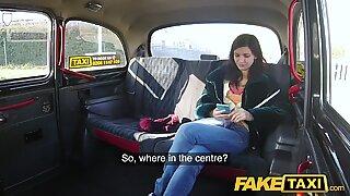 Falso táxi sortudo motoristas caralhos preenche passageiros sensuais apertado cona rosa