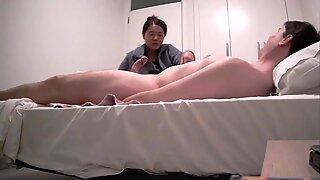 Sexy Japonesas MILF que proporciona Pajeada y Mamadas a WBC - Asiancaucasianduo