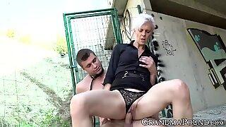Bà nội nữ chủ yếu