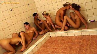 Lésbicas ducha orgia