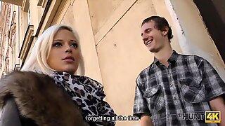 Hunt4k。美丽的金发女郎Ria Sunn很好地性交在绿帽子色情视频
